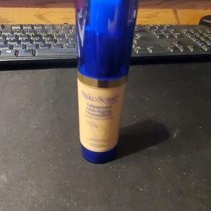 Tan anti aging foundation